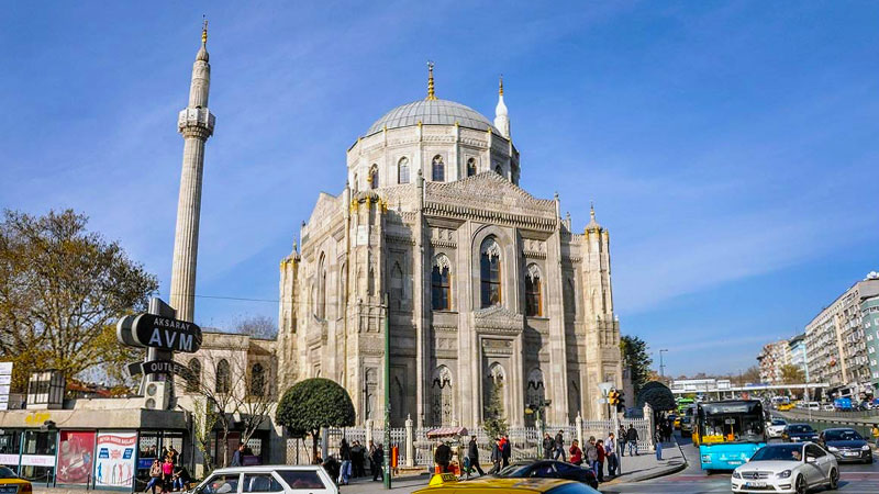 محله آکسارای استانبول، یکی از منطقههای محبوب ایرانیها برای زندگی در ترکیه